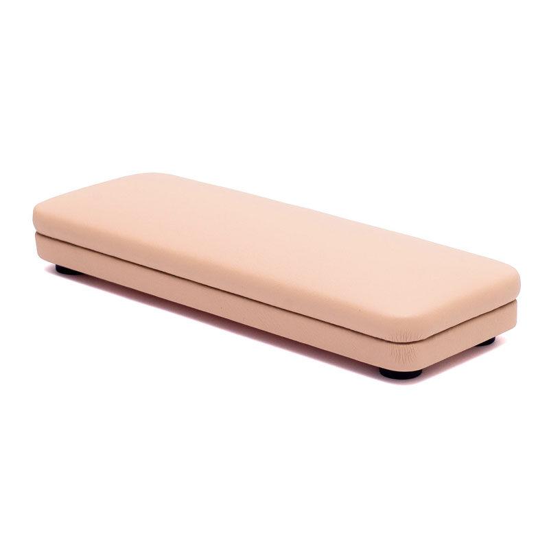 розовая подушка для маникюра