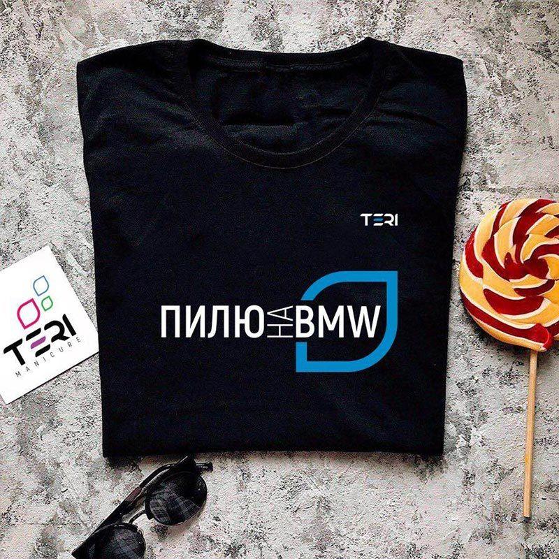 Фирменная чёрная футболка, надпись Пилю на BMW